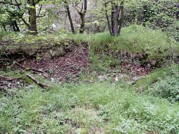 jihozápadní nároží zemnice předního hradu